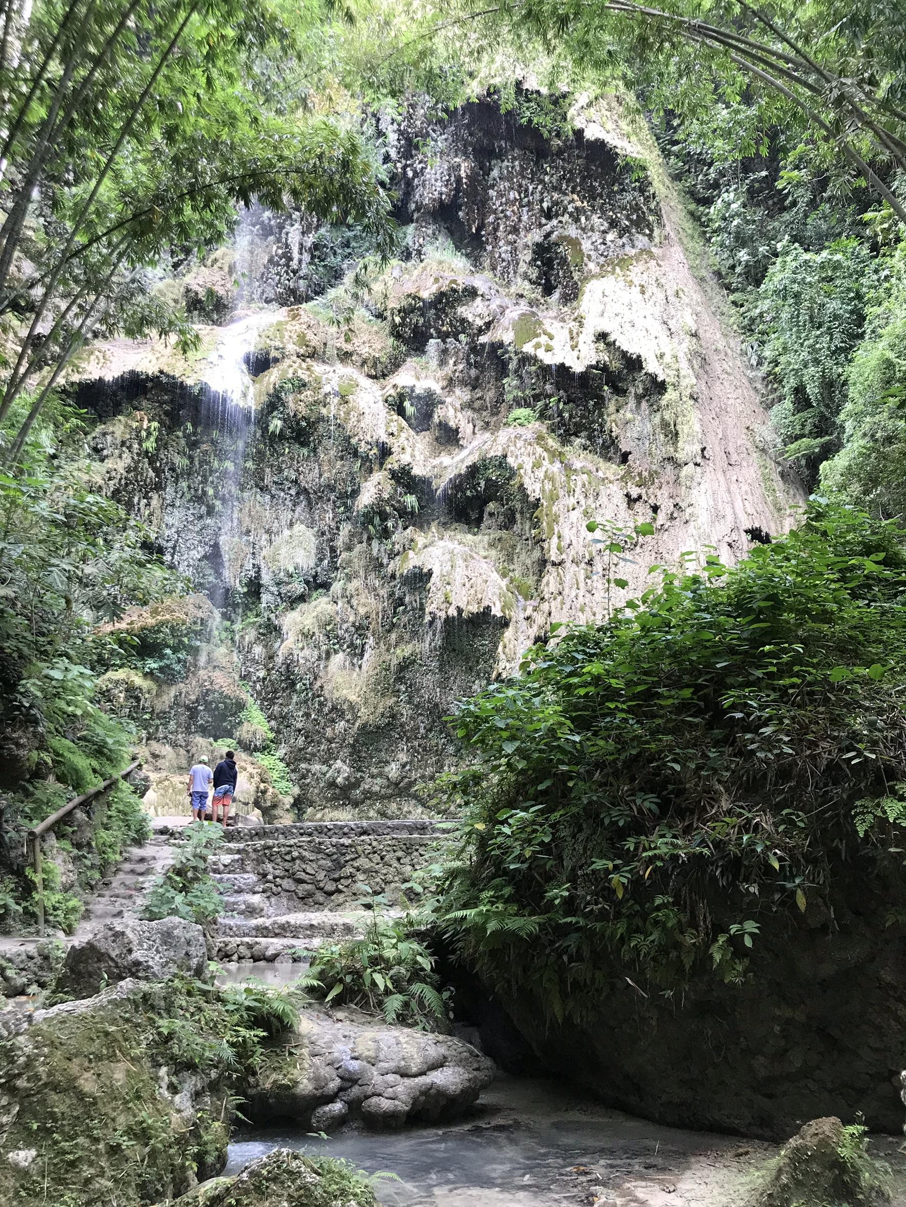 神秘の滝「ツマログ滝」で癒やされよう!